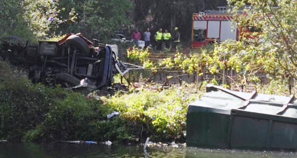 Photo of Falece un camioneiro ao caer co seu vehículo pola ponte de Soldón, en Quiroga