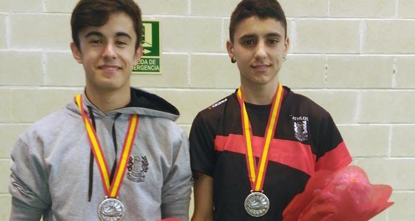 Photo of O Club Athlos de Ourense faise con 2 pratas no campionato de España de bádminton
