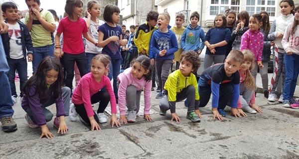 Photo of Os nenos triveses corren en defensa do galego