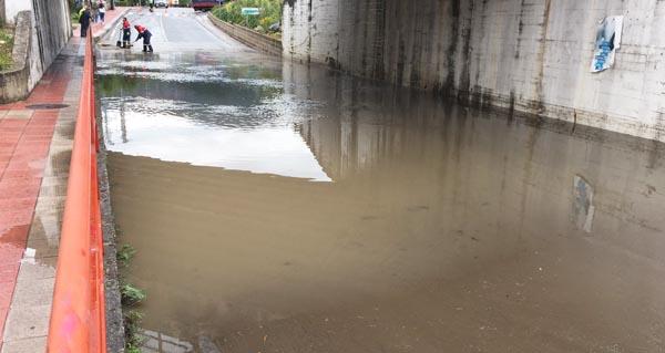 Photo of A treboada obriga a cortar a entrada ao Barco dende Veigamuíños