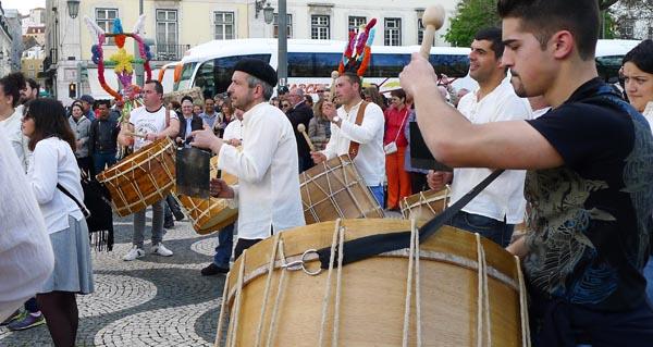 Photo of Os Boteiros e os folións de Viana e Vilariño de Conso, no XII Festival Máscara Ibérica en Lisboa
