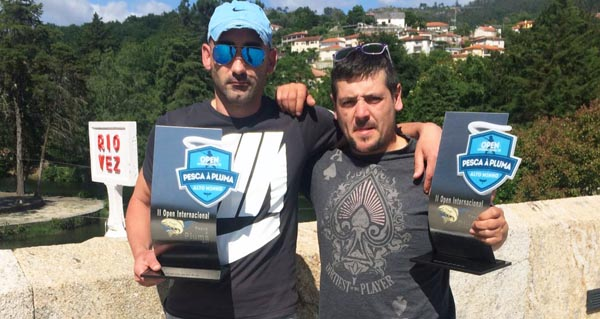 Photo of Dous membros do club de pesca Os Mil Ríos ganan o II Open Internacional de Pesca à Pluma Alto Minho