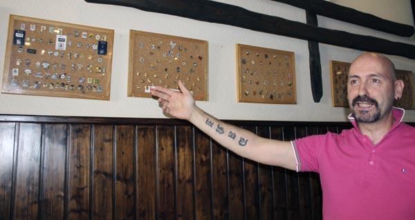 Photo of Exposición de pins na tapería Orballo, na Rúa
