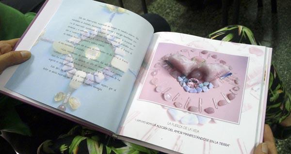 """Photo of Preséntase na Rúa o libro """"Mandalas de cristal y poemas"""""""