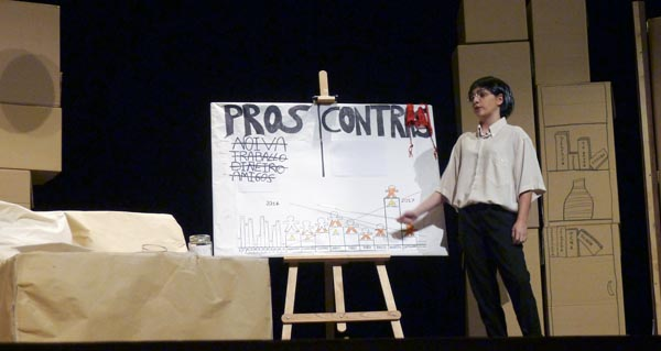 """Photo of Os """"Proles e contras"""" do grupo de teatro do IES Martaguisela conquista ao público"""