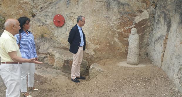 Photo of A familia de Antonio Faílde cede dúas estatuas en pedra para o Botánico de Montealegre