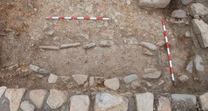 Descubren tres tumbas medievais no castro lucense de San Lourenzo