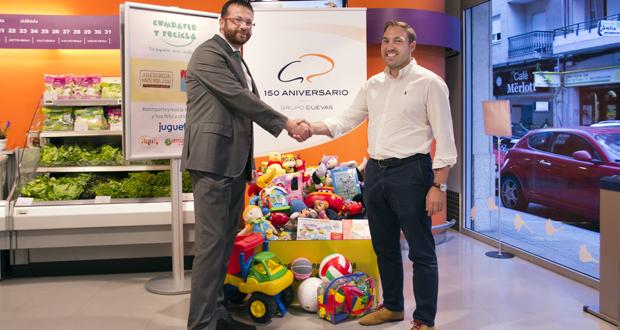 Photo of Os supermercados do Grupo Cuevas recollen xoguetes usados para doalos no Nadal