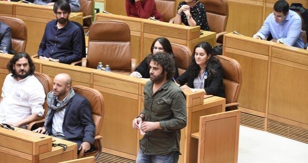 Photo of Davide Rodríguez (En Marea) pregunta no Parlamento galego sobre a retirada do helicóptero de Vilanova