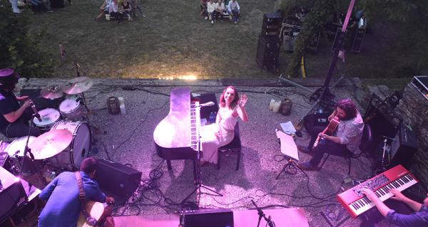 Photo of O godello fúndese coa música de ELE no xardín de Godeval