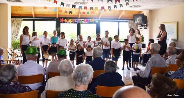 Photo of Teatro e moita música na II Festa da Familia na residencia da terceira idade do Bolo