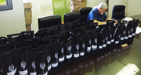 """Photo of Cata na D.O. Ribeiro para a """"Guía de Vinos de Galicia"""""""