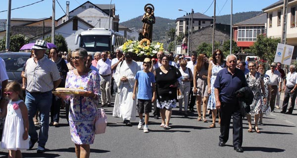 Photo of San Roque regresa á súa capela trala procesión pola Rúa Vella
