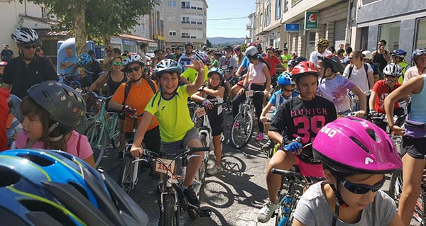 Photo of Xornada dominical a ritmo de pedal polas rúas de Trives