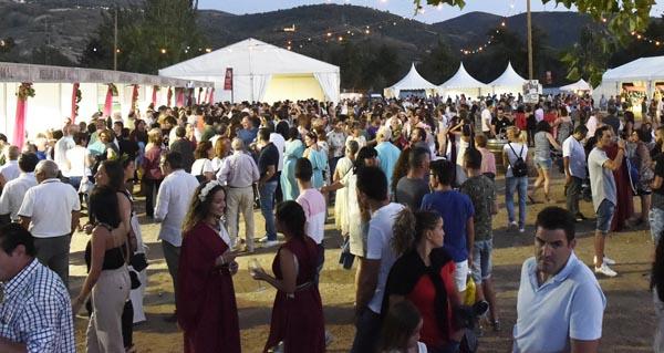 Photo of Multitude de persoas dan culto a Baco na Rúa