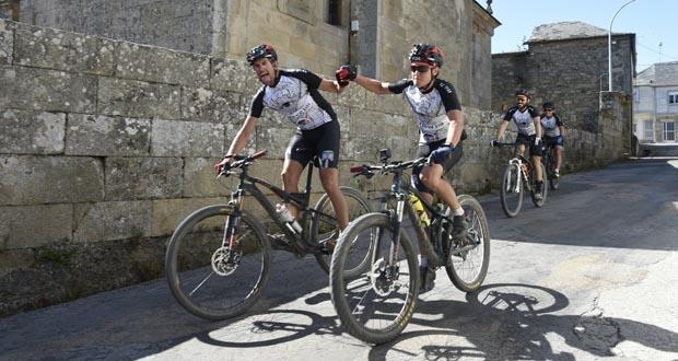 Photo of O reto PedaEla remata en San Miguel (Manzaneda), tras case 1.900 km en bicicleta
