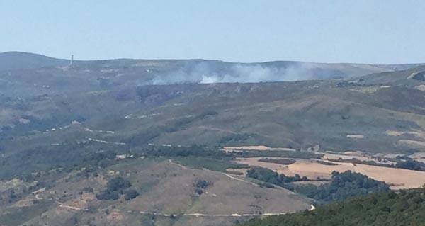 Photo of Incendio forestal en Castiñeira (Vilariño de Conso)