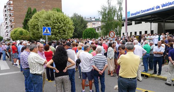 """Photo of """"Valdeorras está en pé, non deixaremos que nos quiten a área sanitaria"""""""