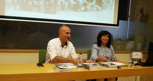 """Photo of Beni Rodríguez presenta """"Toro: Lembranzas dunha aldea"""" na Biblioteca de Verín"""