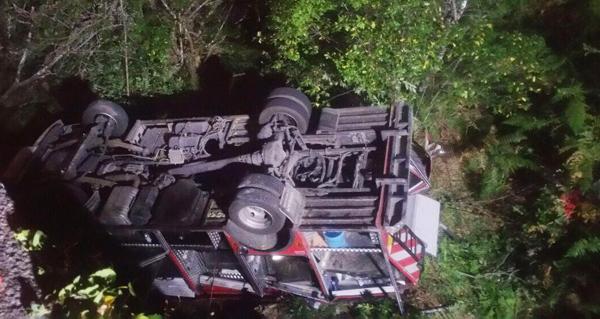 Photo of Un vehículo do GES de Lobios cae dunha ponte