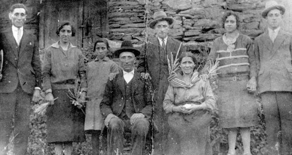 """Photo of Exposición fotográfica """"Toro, lembranzas dunha aldea"""" na Biblioteca de Verín"""