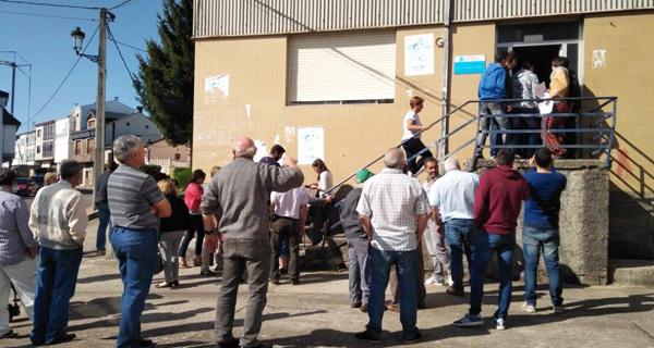 Photo of Gandeiros e agricultores do oriente ourensán concéntranse nas oficinas agrarias de Viana e da Gudiña para pedir axudas pola seca