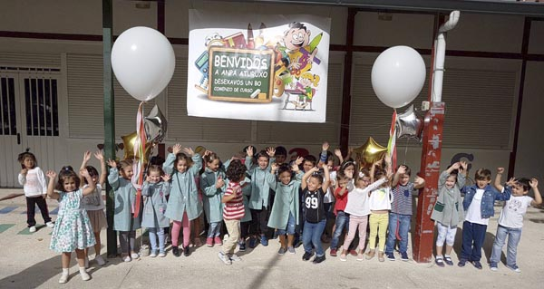 Photo of A ANPA Aturuxo do CEIP Julio Gurriarán do Barco dá a benvida aos cativos no primeiro día de curso
