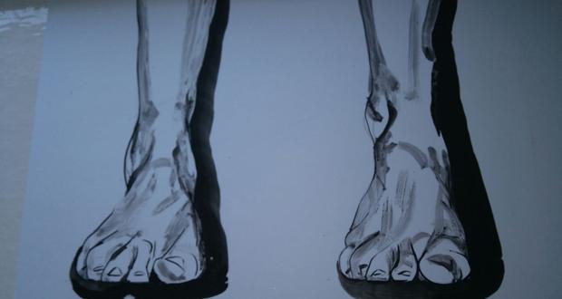 """Photo of """"Pensando cos pés"""", de Noemí Lorenzo, este xoves na Galería de Sargadelos de Ourense"""