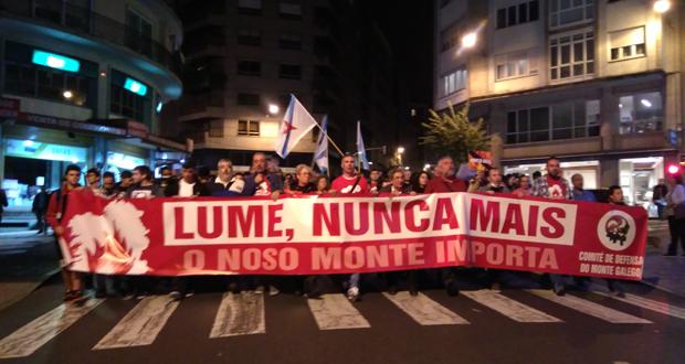 """Photo of Miles de persoas berran """"Lume, nunca máis!"""" na cidade"""