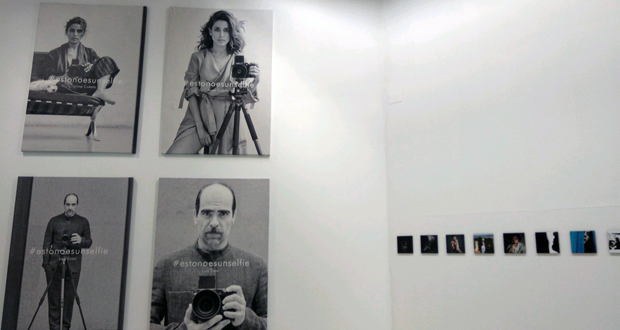 """Photo of A """"autofoto"""" como eixo da exposición de Adolfo Domínguez no Marcos Valcárcel"""