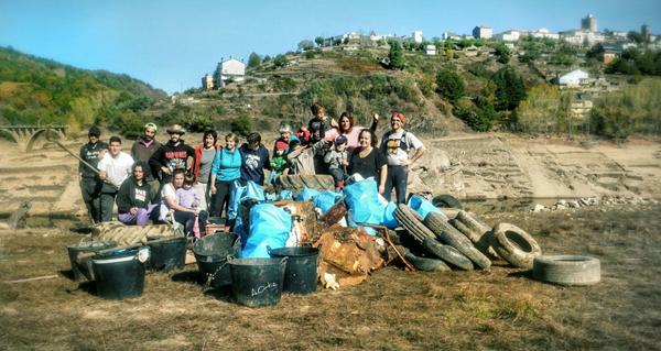 Photo of Segunda e exitosa xornada de limpeza dun grupo de vianeses no encoro do Bao