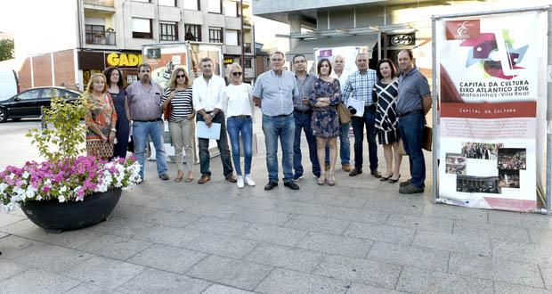 Photo of Os 25 anos do Eixo Atlántico, nunha mostra instalada na praza do Concello do Barco