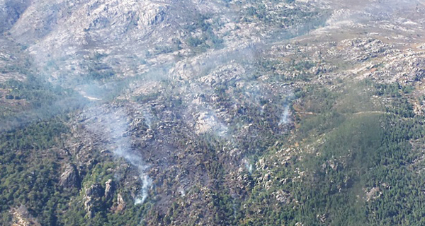 Photo of Estabilizado o incendio que afecta ao Parque Natural do Xurés