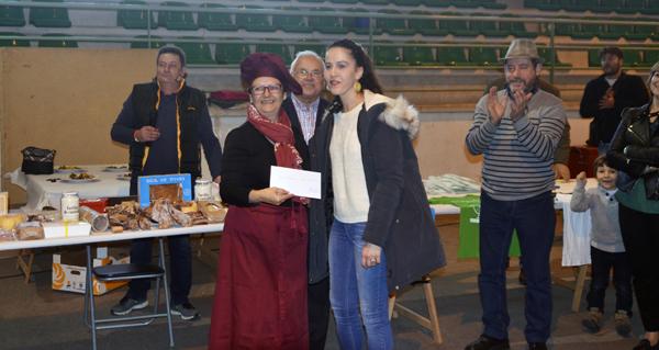Photo of Rosa Mª Dacosta gaña o concurso de cociña do Porco Celta de Manzaneda