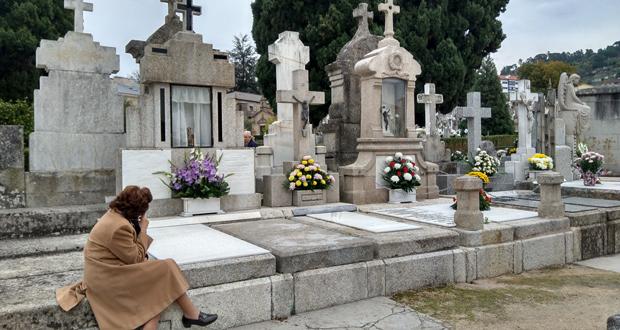 Photo of O cemiterio de San Francisco énchese de ourensáns que lembran aos seus defuntos