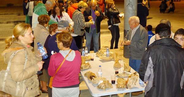 Photo of Castañas asadas, bolo preñado e viño, no Magosto da Rúa