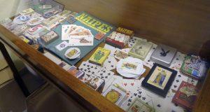 """""""Barallando"""" unha orixinal colección de naipes, na biblioteca do Barco"""