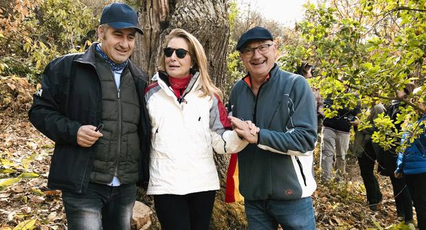 Photo of Catro valdeorreses promoven unha iniciativa para apadriñar castiñeiros centenarios abandonados