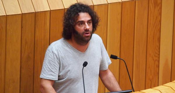Photo of Davide Rodríguez (En Marea) pregunta no Parlamento polo desmantelamento da vella liña de 220 kV Trives- Aparecida