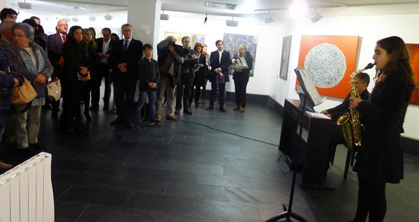 Photo of Alumnas do Conservatorio do Barco abren con música a XII Bienal de Pintura do Eixo