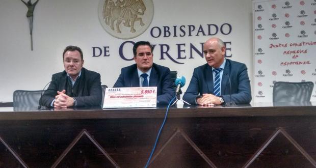 Photo of Acauto entrega a Cáritas un cheque de 6.000 euros das vendas no Salón do Automóbil