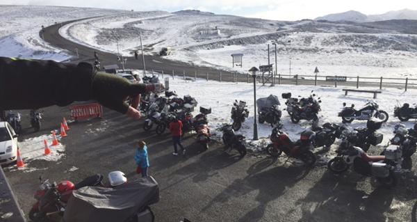Photo of Encontro moteiro invernal a máis de 1.500 metros de altitude