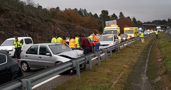 Photo of Accidente múltiple na A-52, en dirección a Ourense