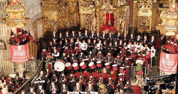 Photo of Homenaxe ás Cantareiras de Placín (Manzaneda), no concerto de Reis da Real Banda de Gaitas da Deputación