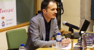 """David Pintos presenta """"Nos vemos en el paraíso"""" na Biblioteca de Verín"""