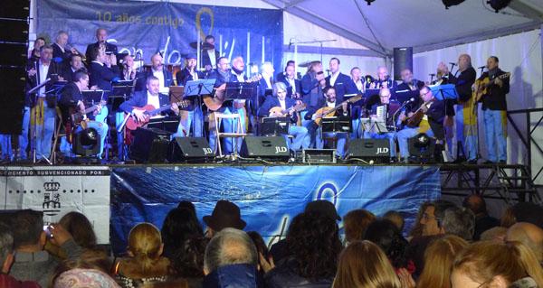 Photo of Son do Sil abarrota a praza Maior do Barco no concerto do seu décimo aniversario