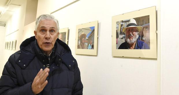 "Photo of ""Simplemente xente"", un recital de retratos triveses da man de Carlos Temes"