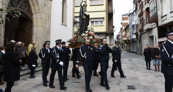 Photo of A Policía Local do Barco de Valdeorras honra ao seu patrón