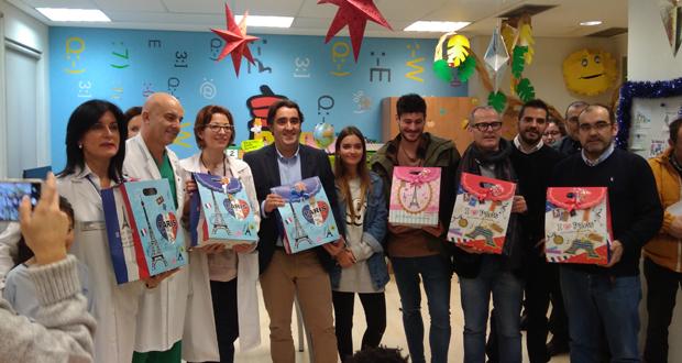 """Photo of Os rapaces ingresados no CHUO reciben xoguetes do proxecto """"Fabricando Sorrisos"""""""