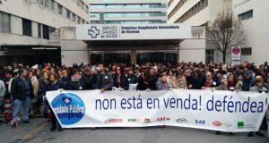 """Traballadores do CHUO protestan """"polo peche de camas"""" en Hospitalización"""